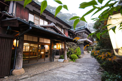 出典:https://www.kumano-travel.com/ja/accommodations/ryokan-adumaya