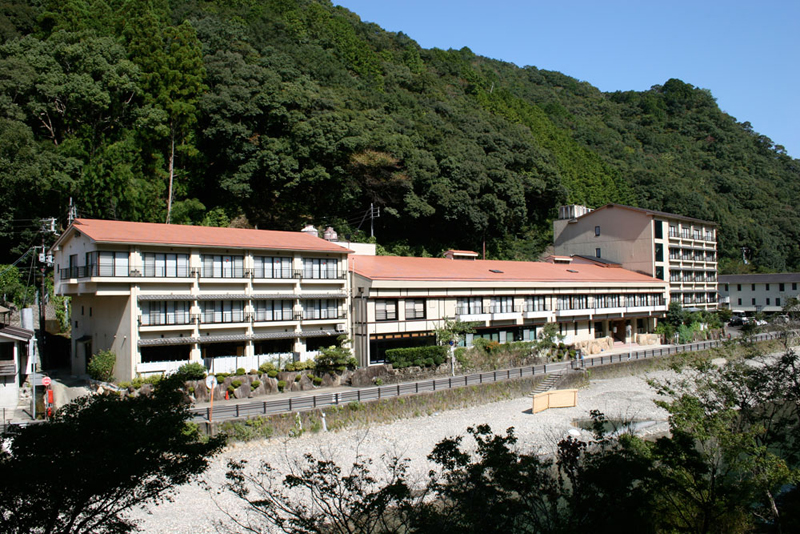 出典:http://www.wakayama-onsen.jp/area/hongu/%E5%86%A8%E5%A3%AB%E5%B1%8B.html?search-on=1&getoff-cat=-61%2C-60&freeword=&x=37&y=11&catArea%5B%5D=11